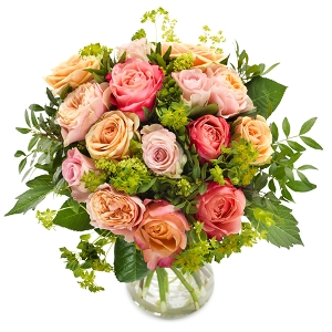 Round bouquet with pink roses