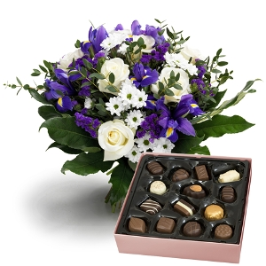 Blue bouquet with chocoladebox