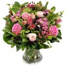 Boeket roze met diverse soorten groen